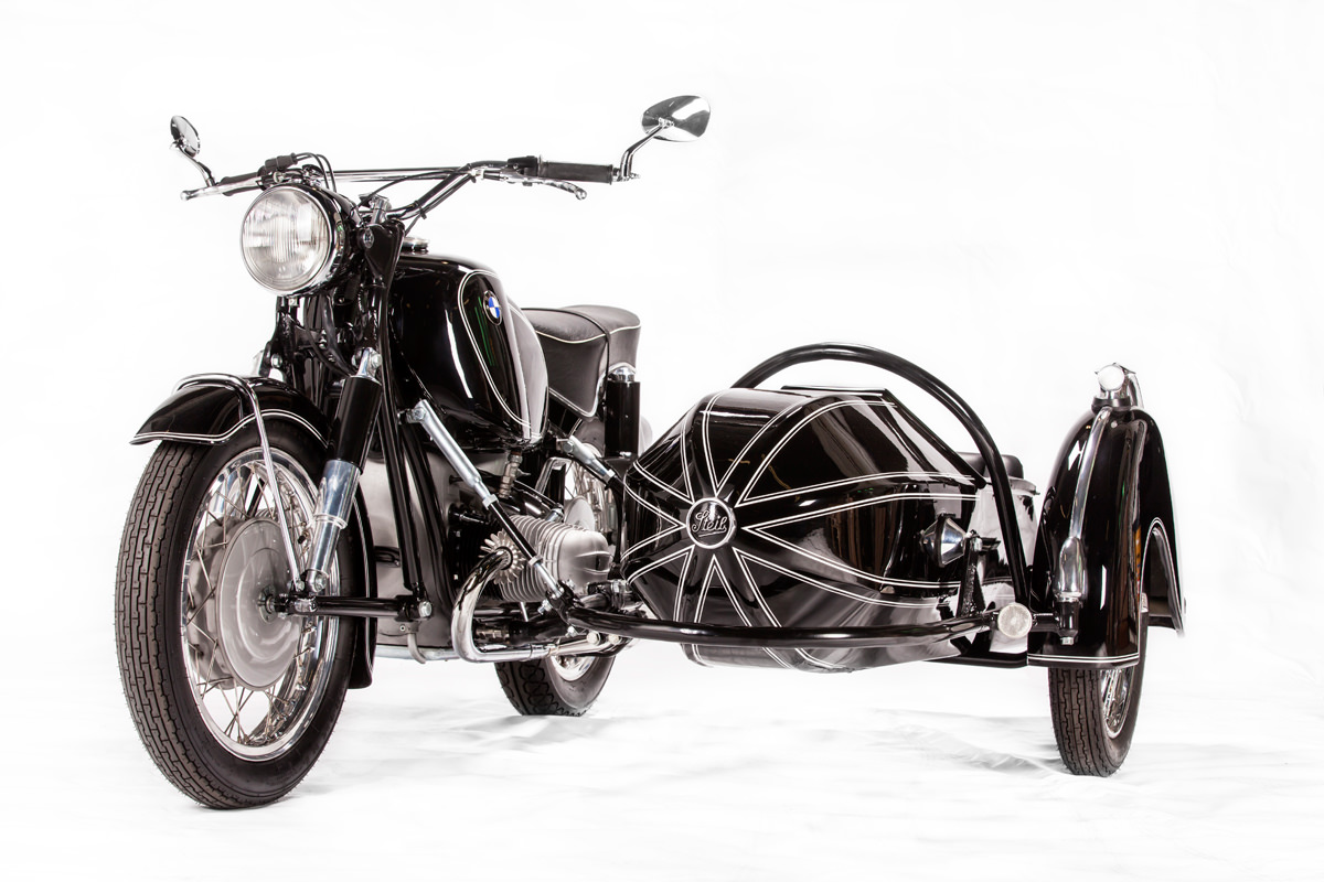South African BMW experts Cytech, and pairs a 1964 BMW R69S with a 50s-model Steib sidecar.