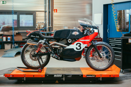 Joeri Van Ouytsel's old school racer, based on a Harley Street 750.