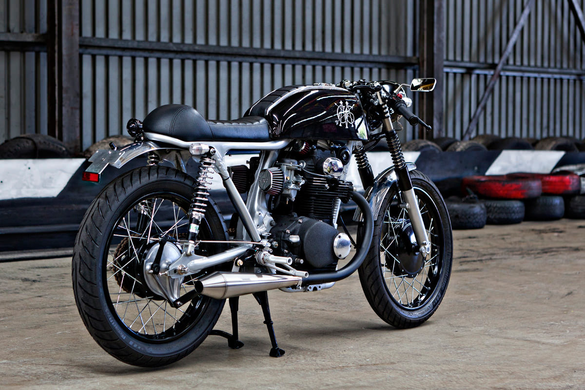 Avon Motorcycle Tires >> The Black: a stealthy Honda CB350 from Australia | Bike EXIF