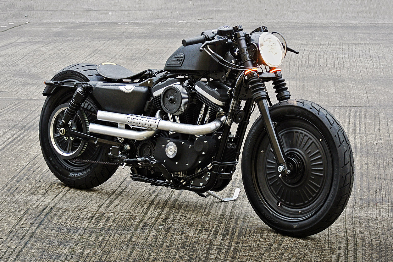 battle of the kings: the iron 883 edition | bike exif