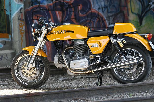 Ducati 900 GTS custom