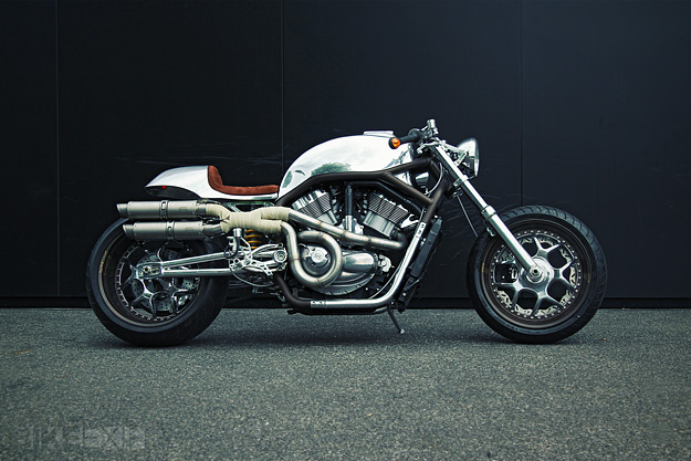 Harley V-Rod cafe racer by Dr Mechanik