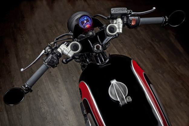 Spitfire 09: a retro-themed custom Honda Nighthawk by Macco Motors.