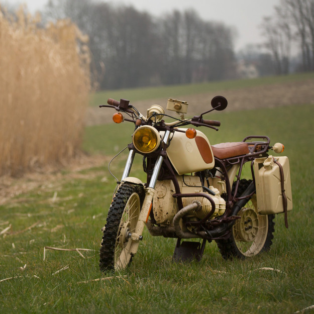 If T.E. Lawrence rode a BMW R100GS, it'd look something like this.