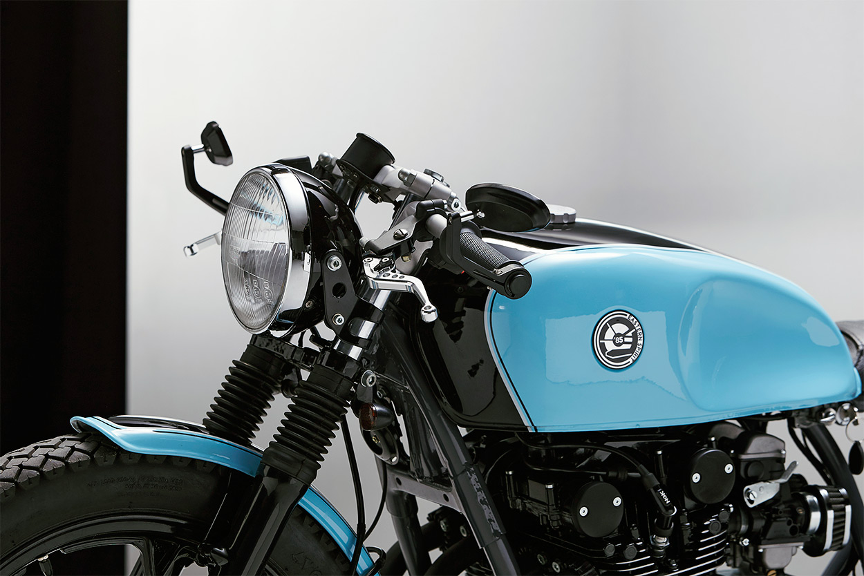 Mixing It Up A Suzuki Gs 550 Cafe Racer From Poland Bike Exif Motorcycle Custom Finishing Off Is Gorgeous Blue And Black Scheme Thats Somehow Both Playful Refined Details Aboundlike The Neatly Finned Coversbut Sylwester