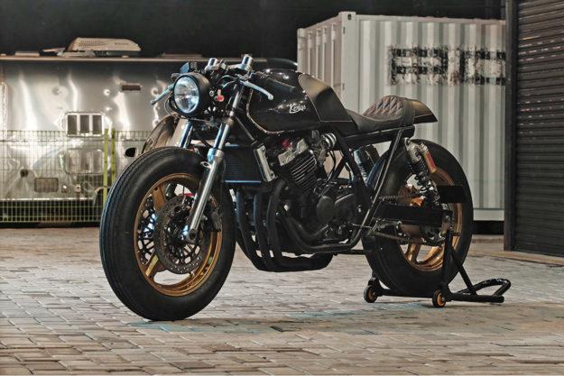 Honda CB400 cafe racer by Kerkus Motorworks