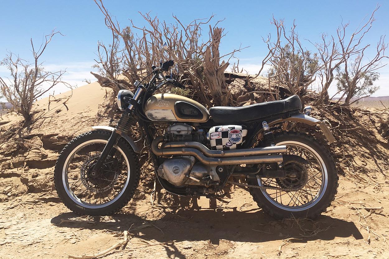 This Kawasaki W650 is the Perfect British Desert Sled