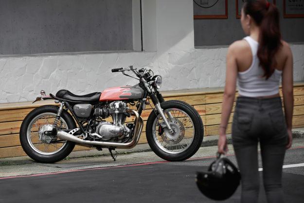 2LOUD Custom's low-ridin' Kawasaki W800