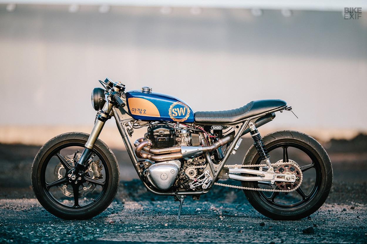 Kawasaki W650 cafe racer with a nitrous kit by Schlachtwerk