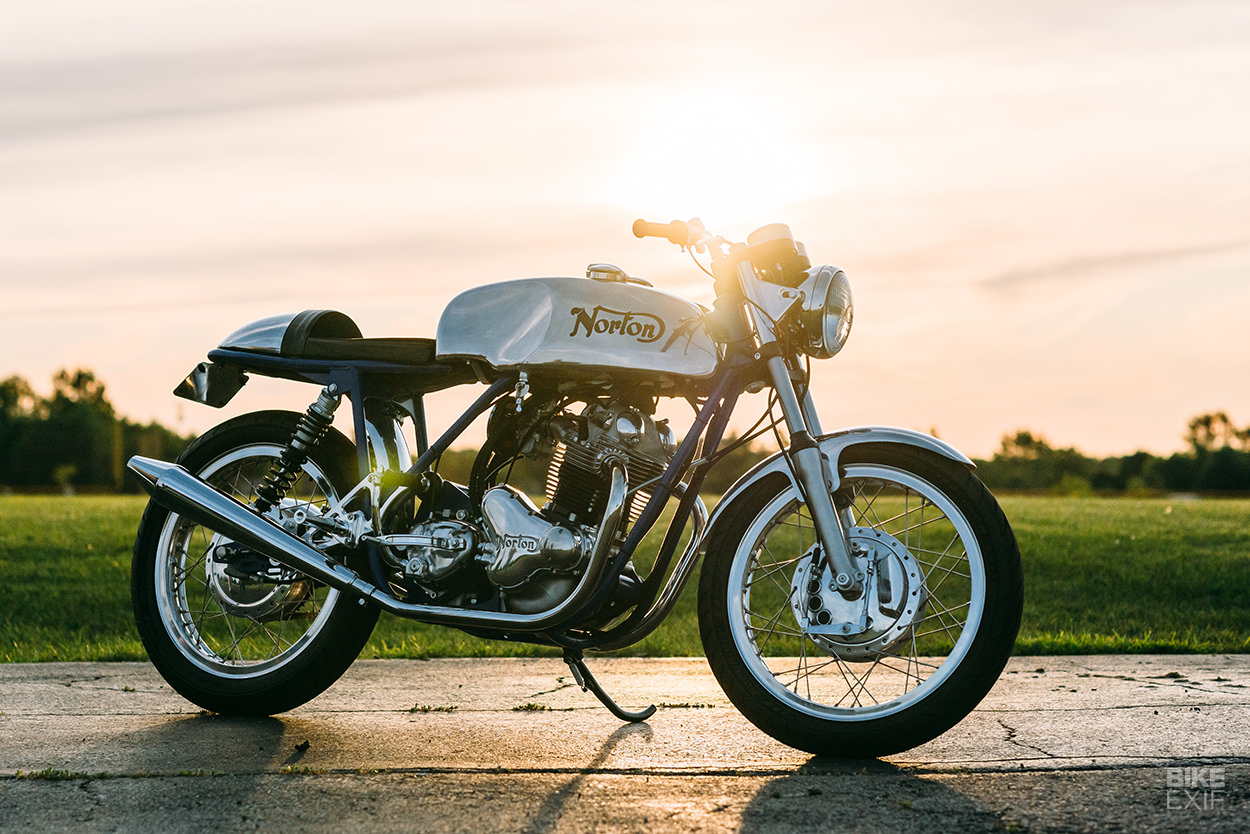 1971 Norton Commando 750 classic motorcycle restored by Retrospeed