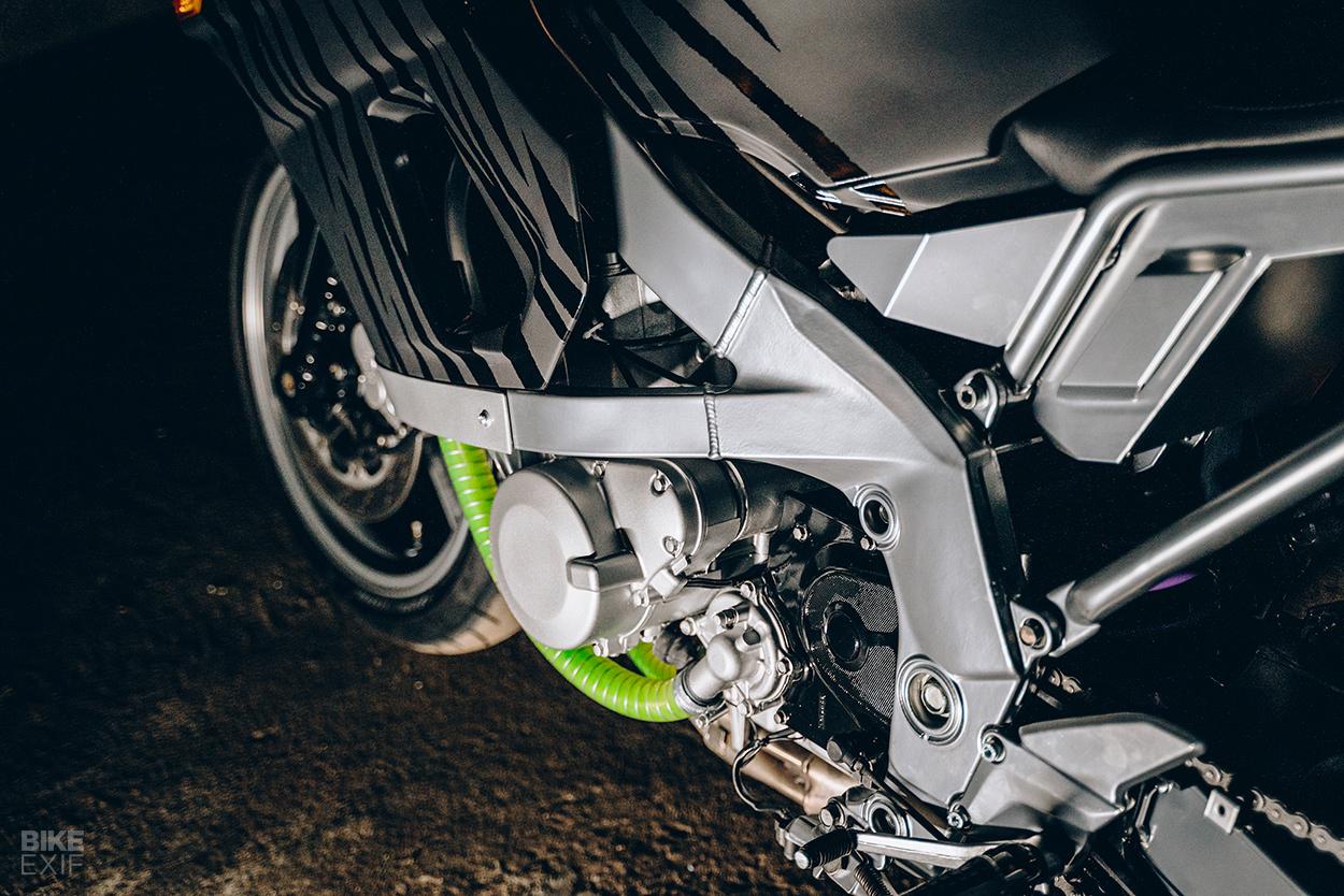 Kawasaki ZZR600 restomod by Cool Kid Customs