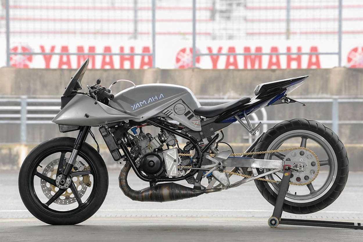 Custom Yamaha RZ250R with Katana bodywork