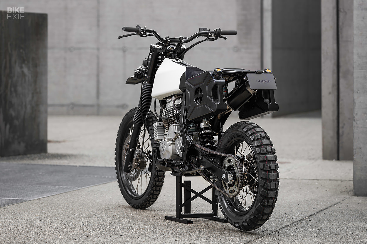 Vagabund V13: A Honda NX 650 with 3D printed parts