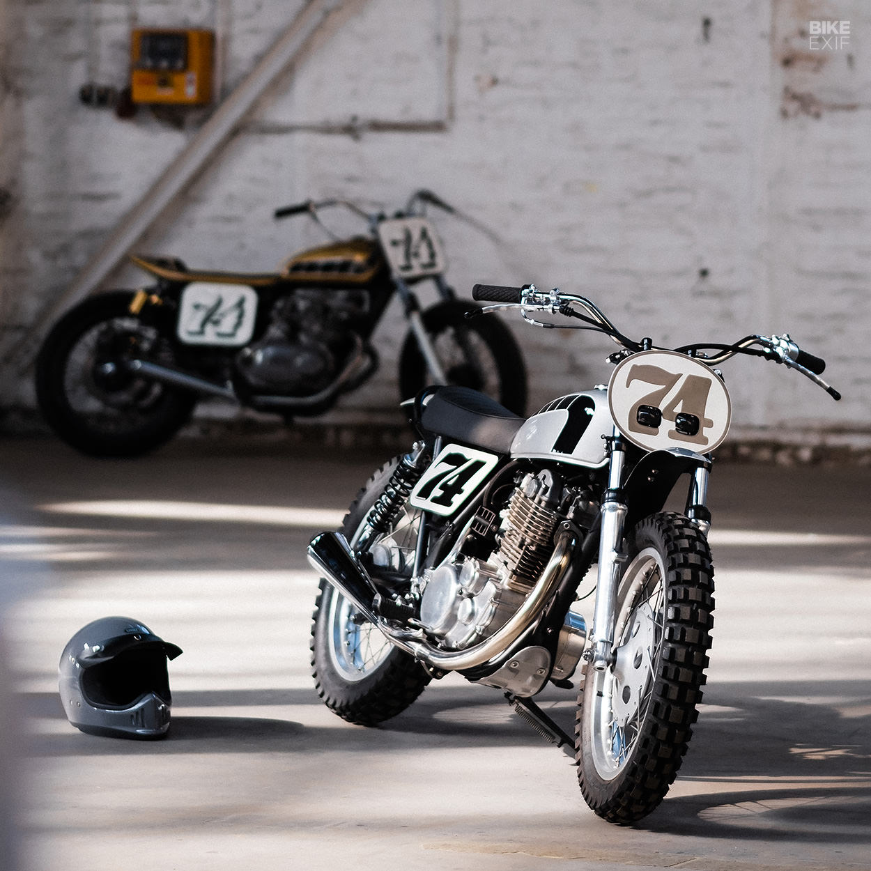 Yamaha SR500 and XS500 customs by Hombrese Bikes