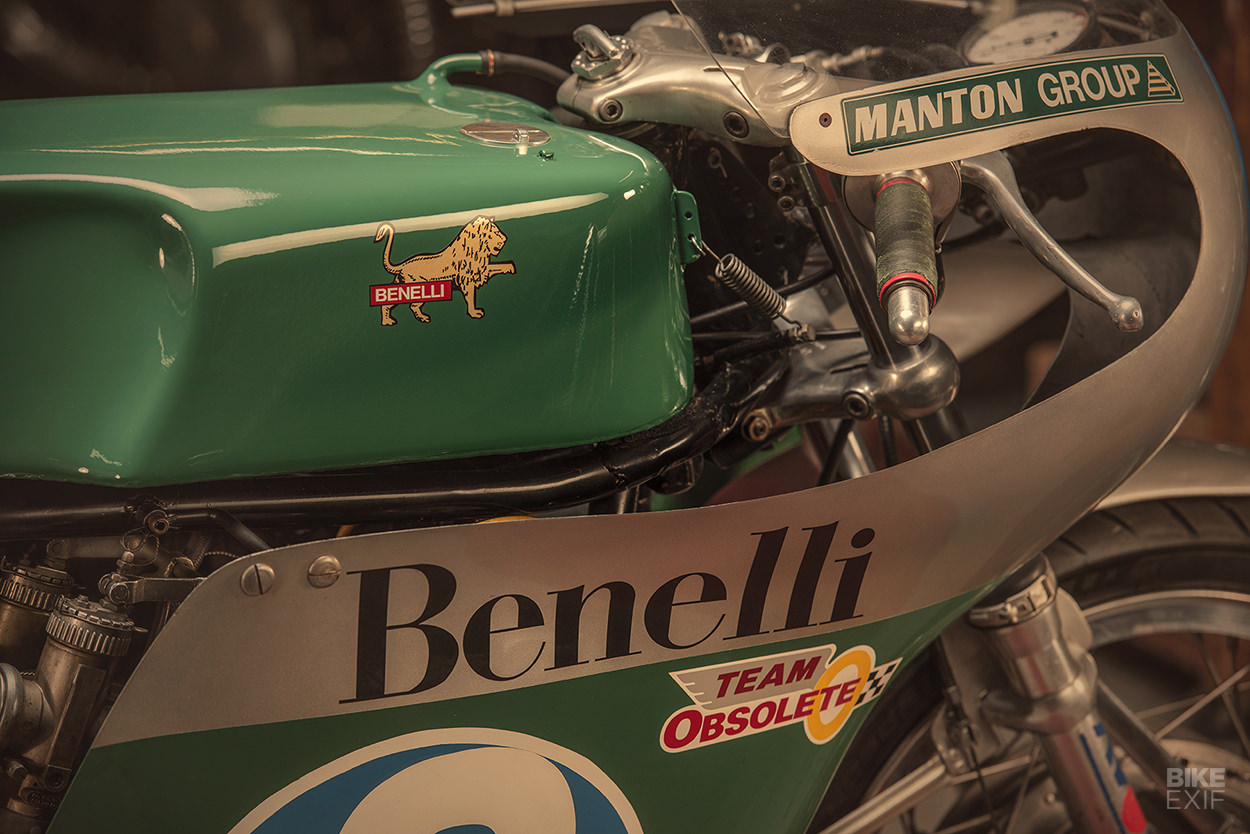 Team Obsolete Benelli 350 ridden by Dave Roper