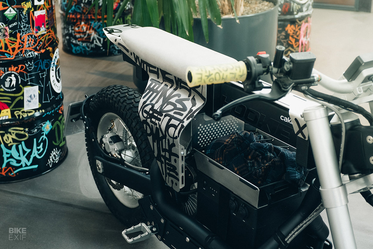 Custom Cake Ösa electric bike by Hookie Co.
