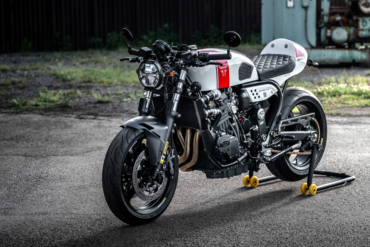 Racer, Oldies, naked ... TOPIC n°3 - Page 27 Triumph-sprint-900-cafe-racer