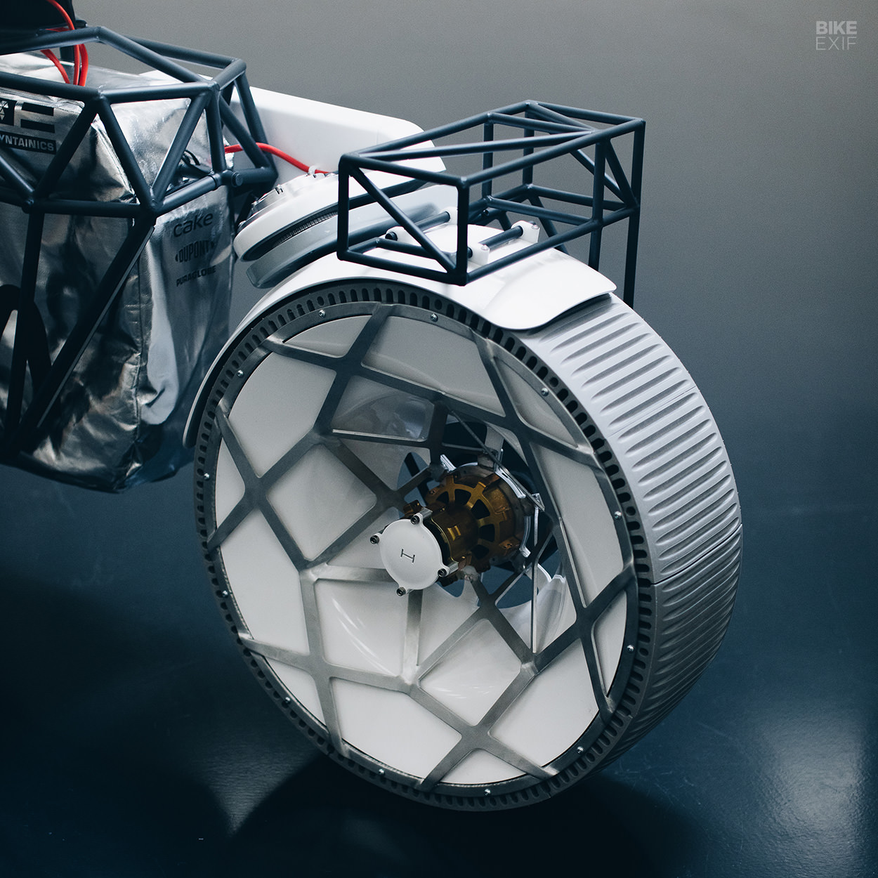 The Tardigrade moon rover motorcycle by Hookie Co.